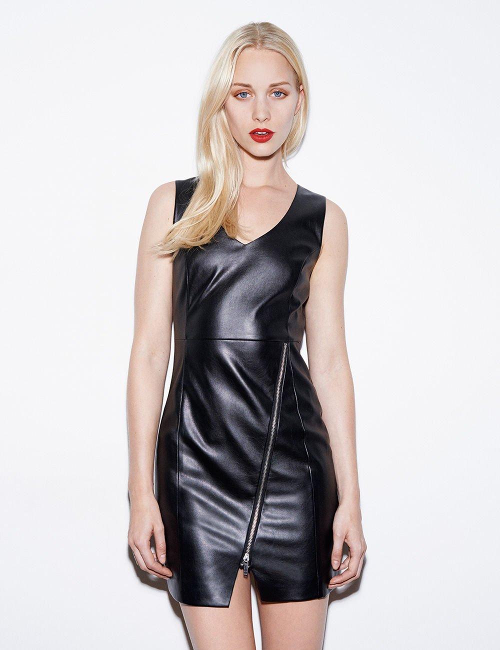 f1ad17a5076eb Robe courte simili cuir noire · Robe femme